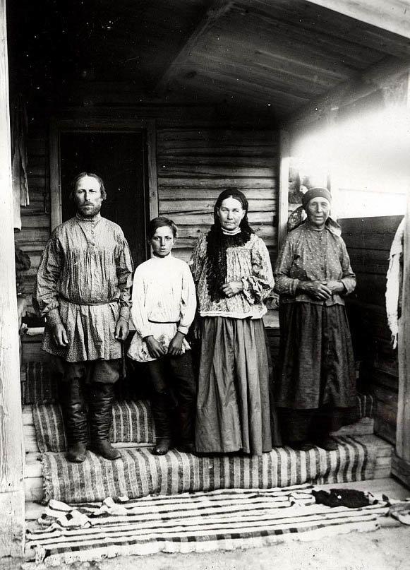 площади старые фотографии людей до революции белого