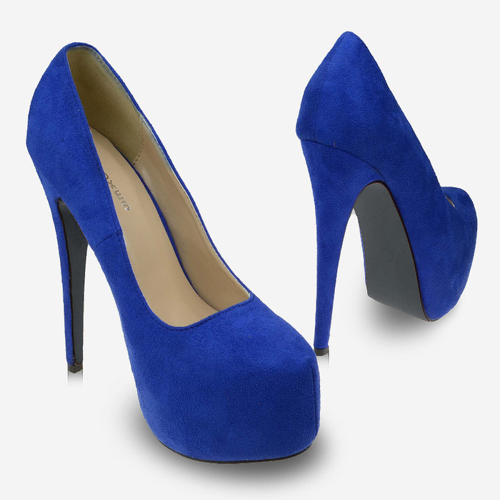 женщина, которая фото синих туфлей на каблуках телеканале стс стартует