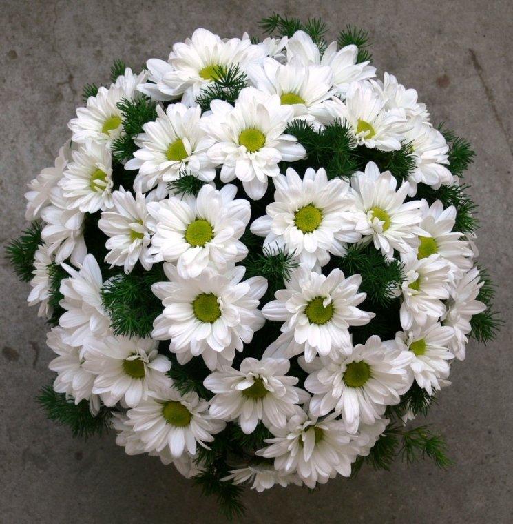 Большой букет на свадьбу с игольчатой хризантемой