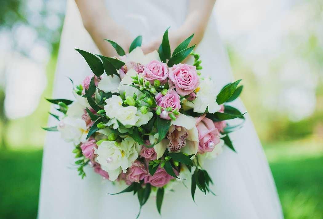Букет бизнес-букет, заказ букета невесты из роз и орхидей