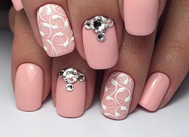 25 dessins de fleurs délicates qui ajoutent de jolies fleurs à vos doigts!