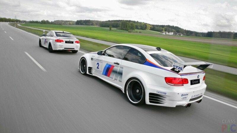 Гонки на белых автомобилях BMW M3 GTS.