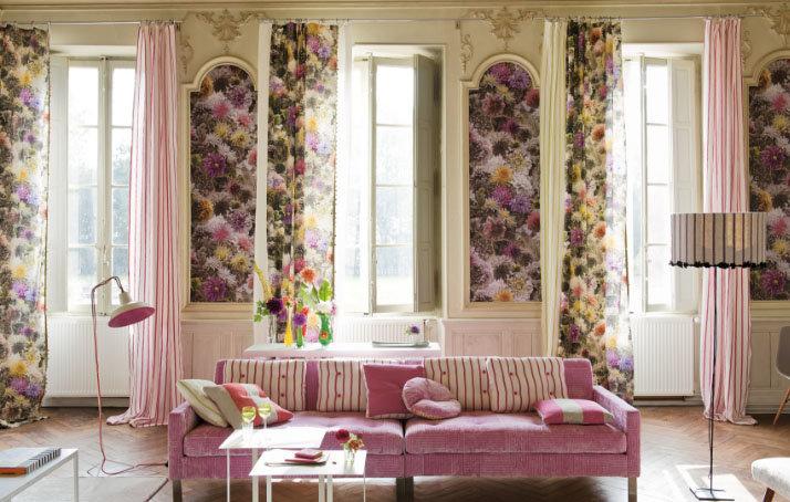 Шторы с цветочным принтом являются визитной карточкой романтичного прованса, основанного на чувственном преподнесении обстановки.