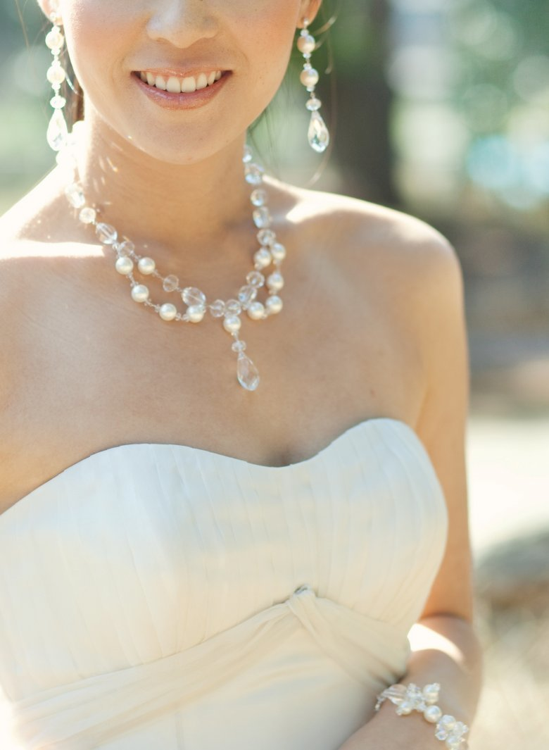 как подобрать украшение к свадебному платью фото повседневный макияж всегда
