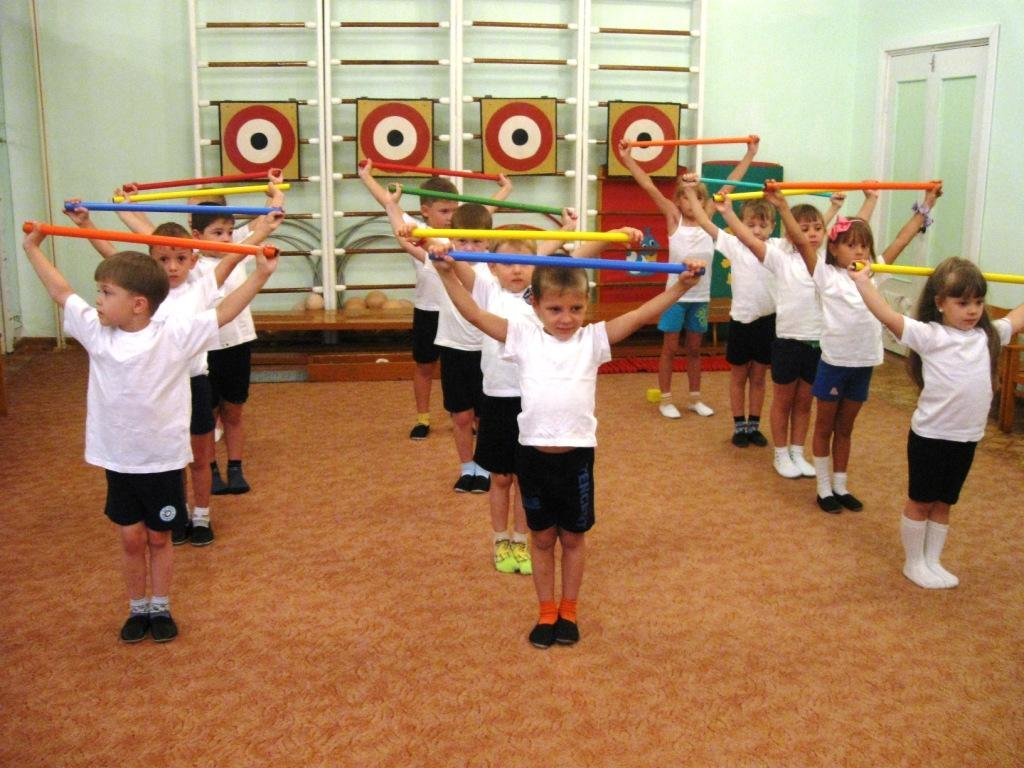 Картинка дети занимаются физкультурой в детском