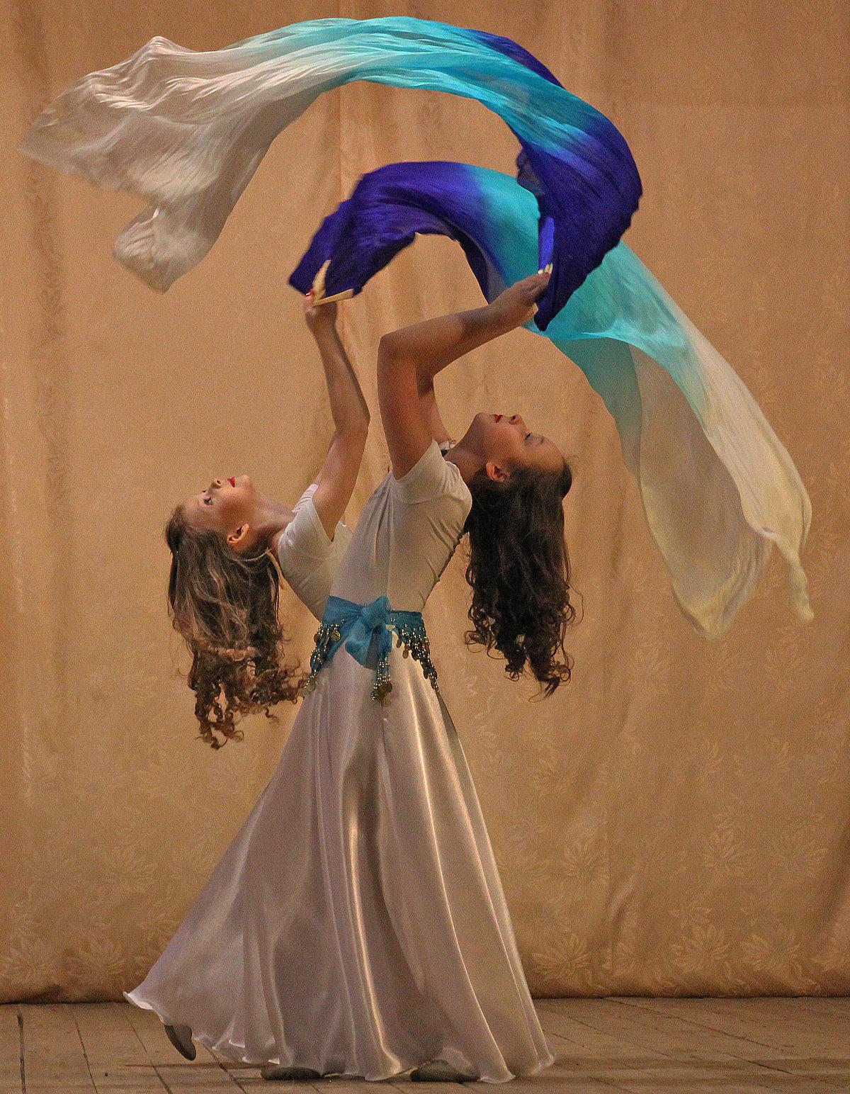 Танец с полотнами. #дуэт #танец