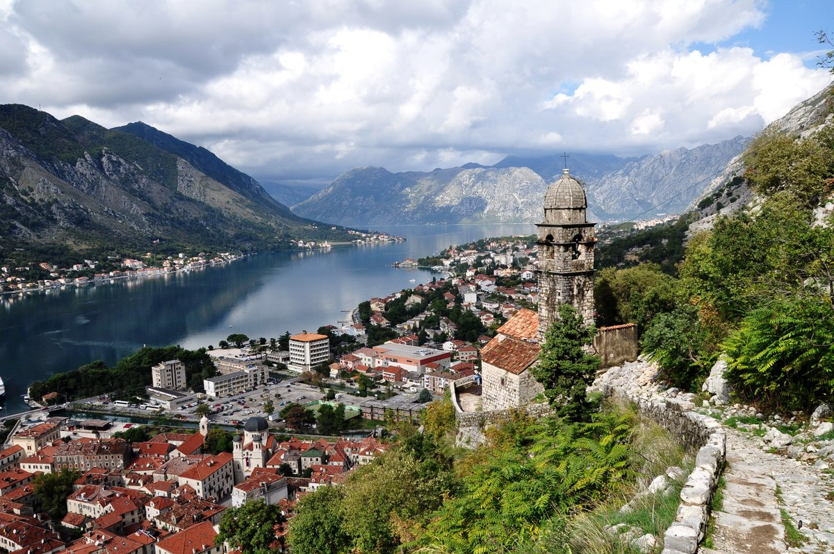 montenegro problems Montenegro (montenegrin: crna gora, црна гора) is a country in the balkans, on the adriatic seait borders croatia and bosnia and herzegovina to the north, serbia to the northeast, kosovo to the east, and albania to the south.