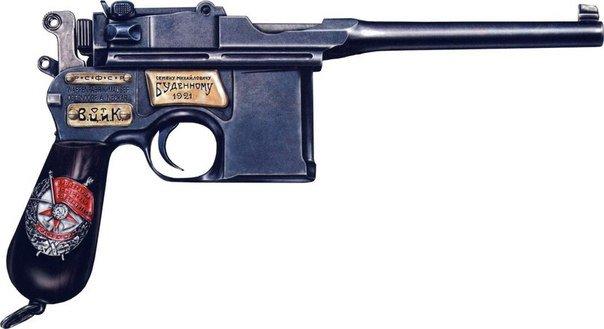 8 апреля 1920 года учреждена высшая награда в Красной Армии – Почетное революционное оружие