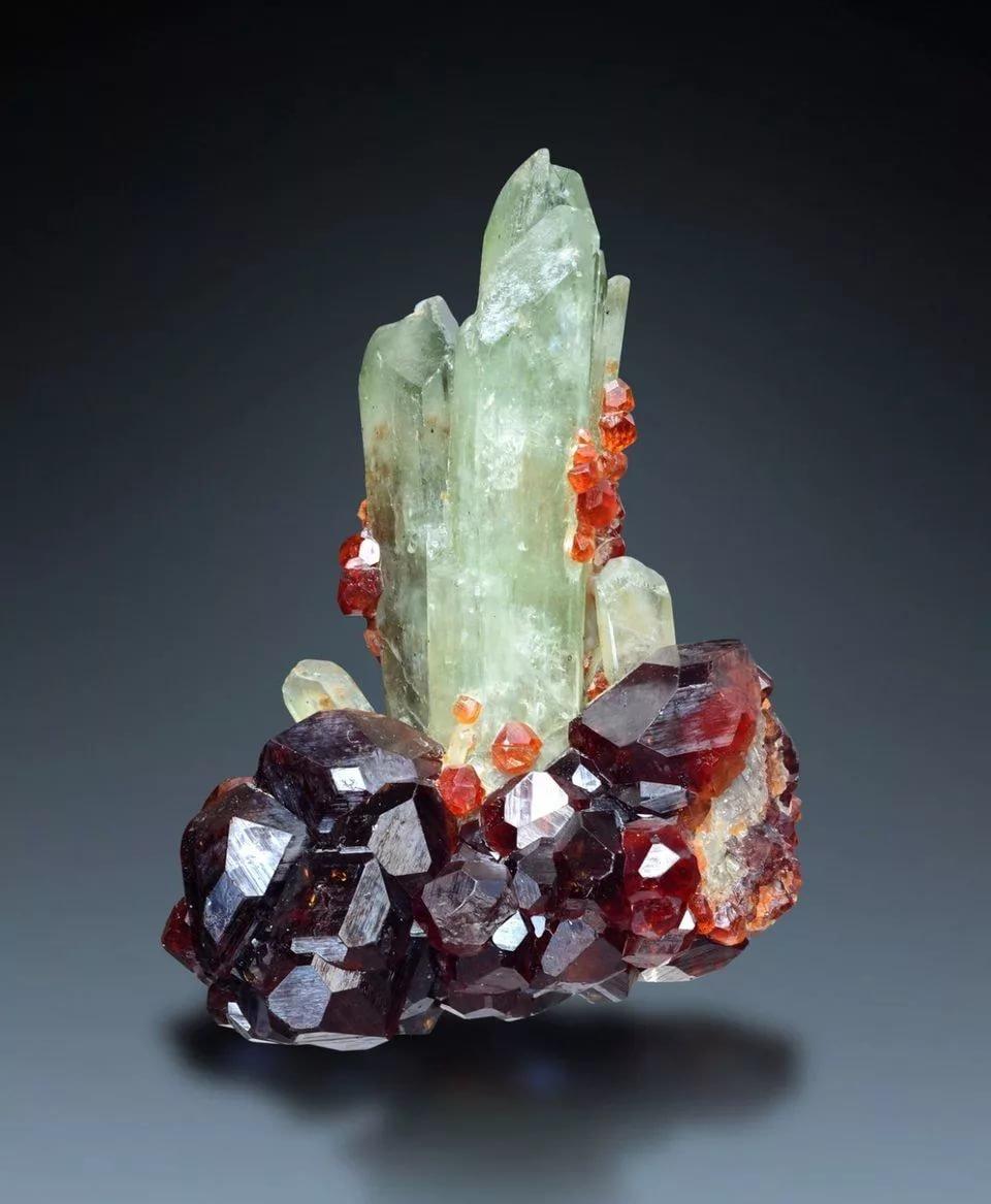 дне природные минералы картинки находится