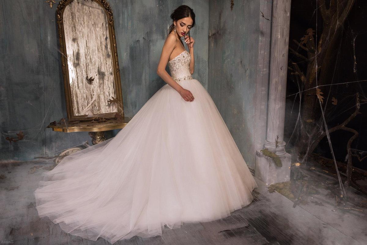 картинки свадебных платья со шлейфом тайская