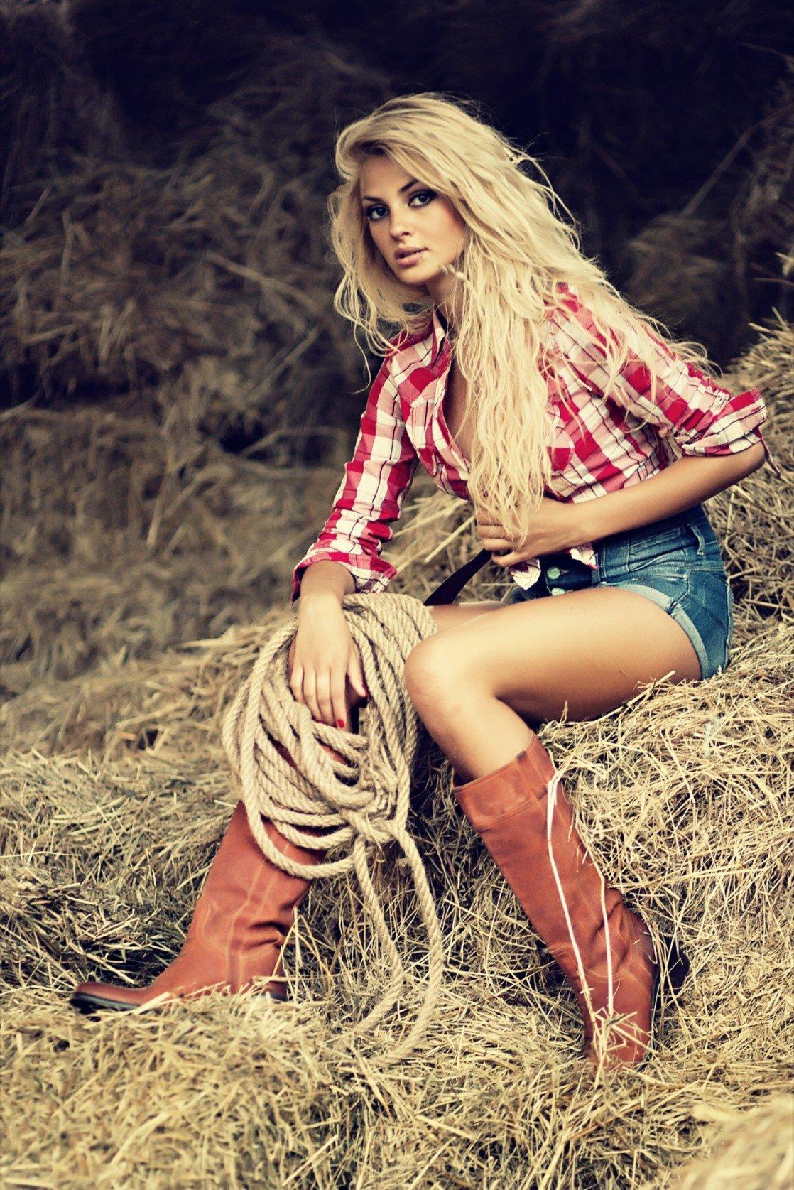 Blonde farm girls — pic 8