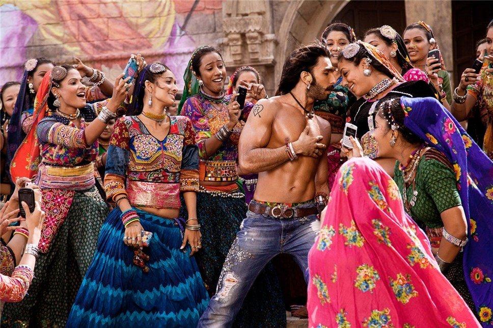Индийские шоу ютуб, лизать у женщины в москве объявление