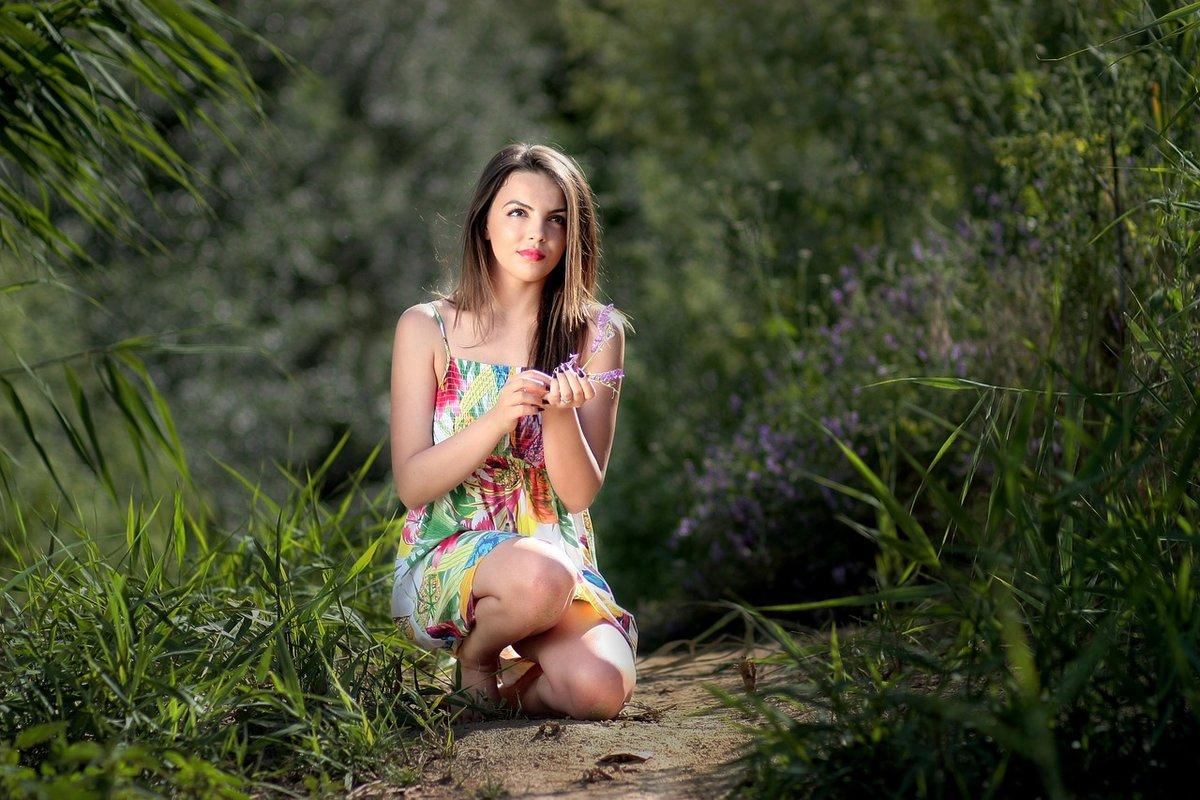orgazmi-svezhie-foto-na-prirode-devushek-na-nastya-kamenskih-golaya