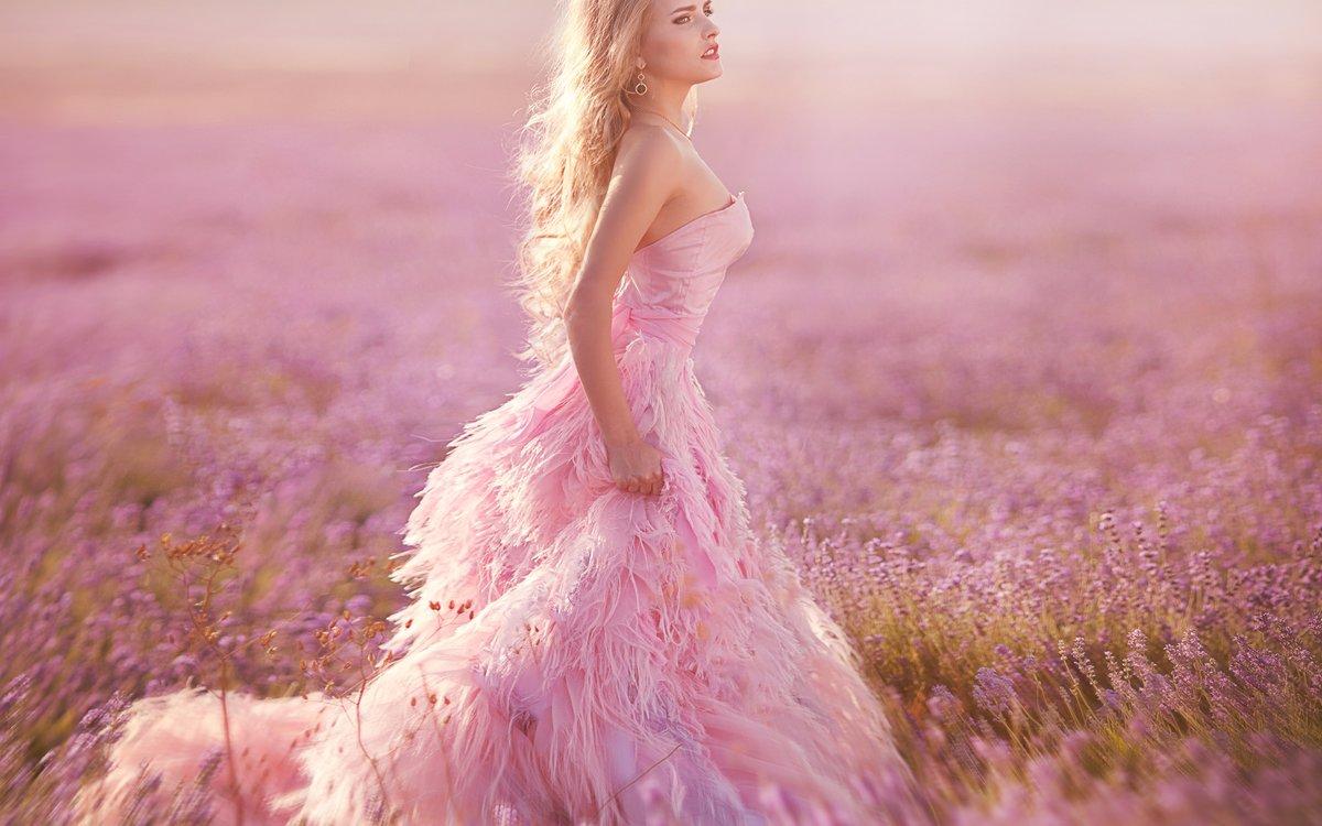 фото девушек в розовом повесим