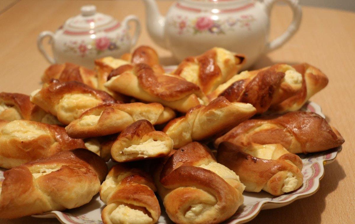 Захотелось вкусненькой выпечки – приготовь творожные булочки - идеальное сочетание продуктов и безграничный простор для фантазии.
