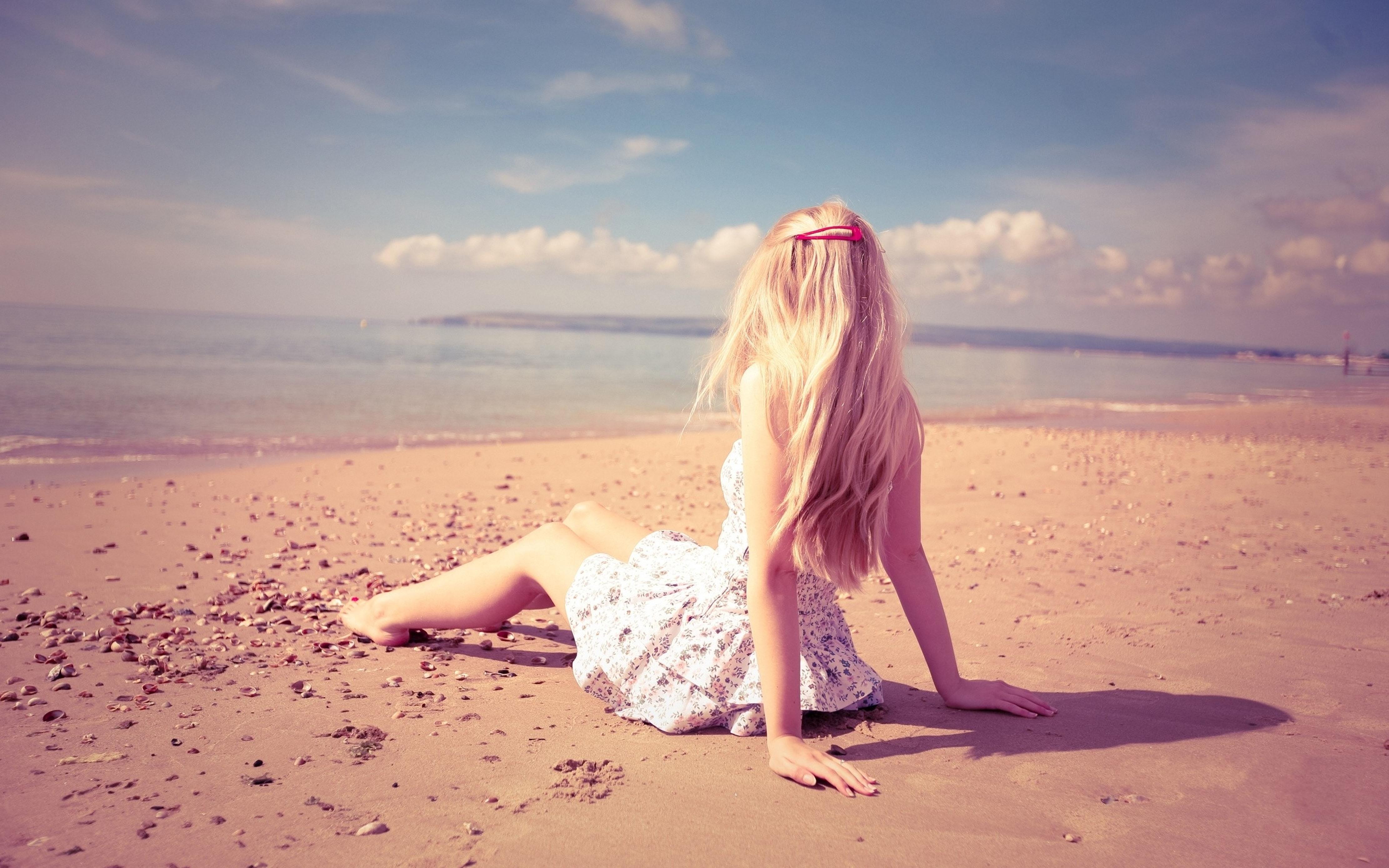 Смотреть фото девушки блондинки сзади — 1