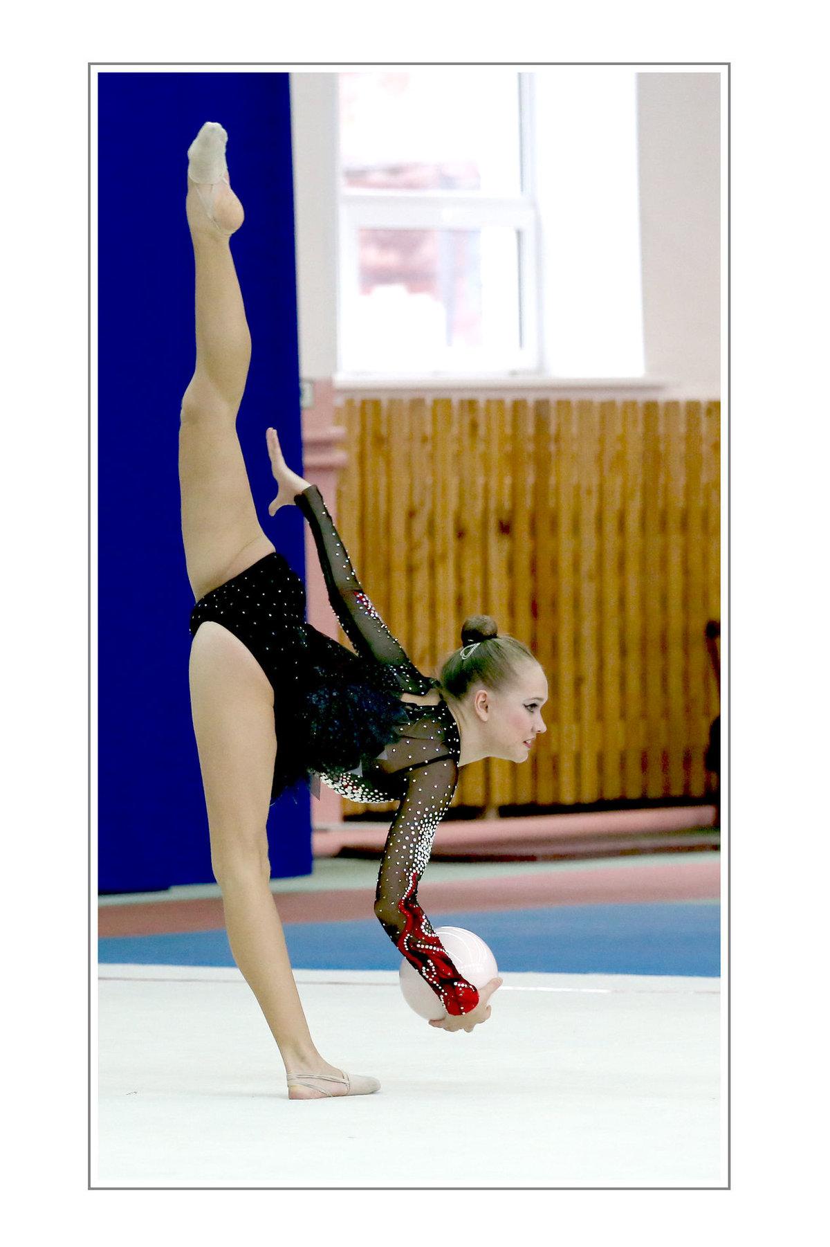 Фото гимнастка растягивается порно