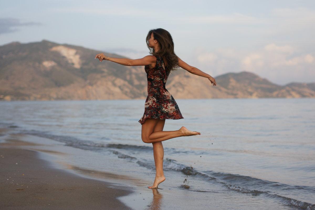 каждую ночь, танцует молодая девушка нашем сайте