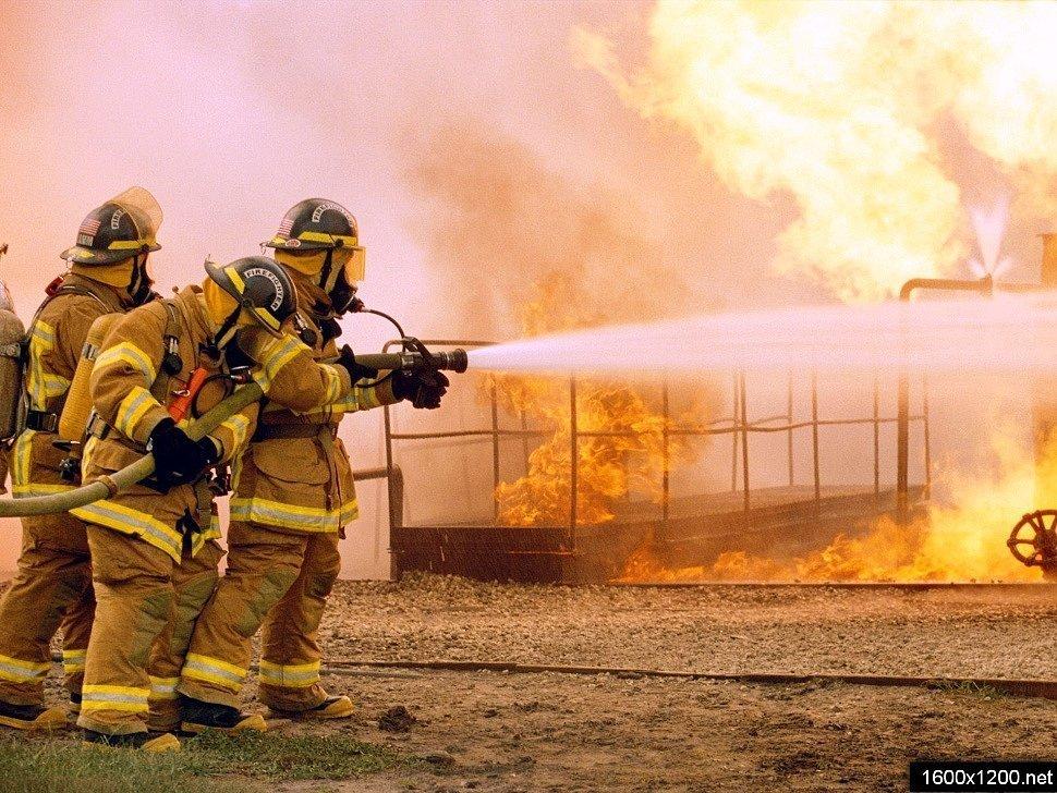 Приклеить, картинка про пожарных