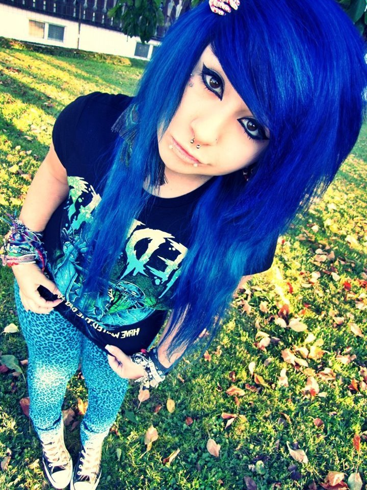 эмо девушки с синими волосами фото - 7