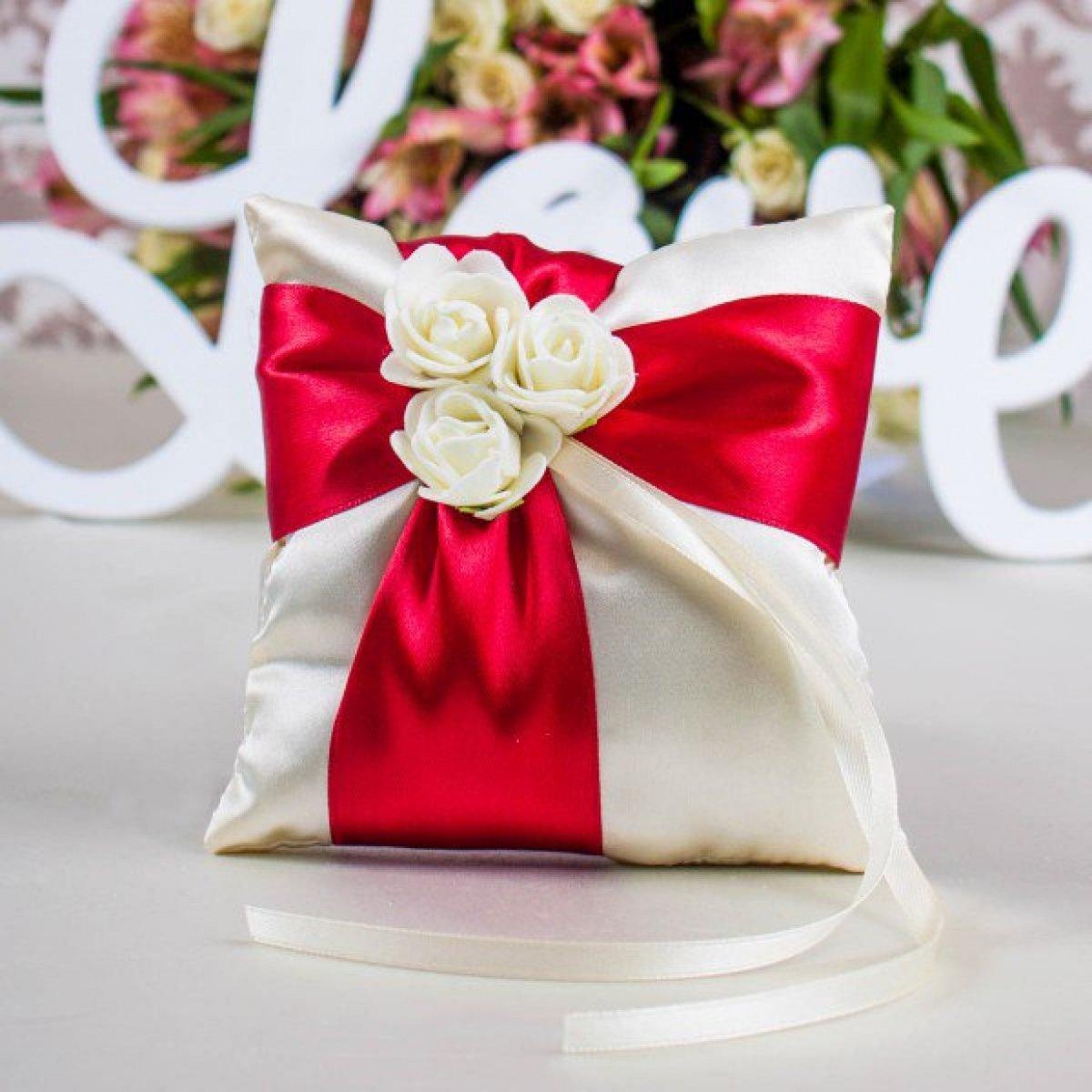 подушечки для колец на свадьбу фото время