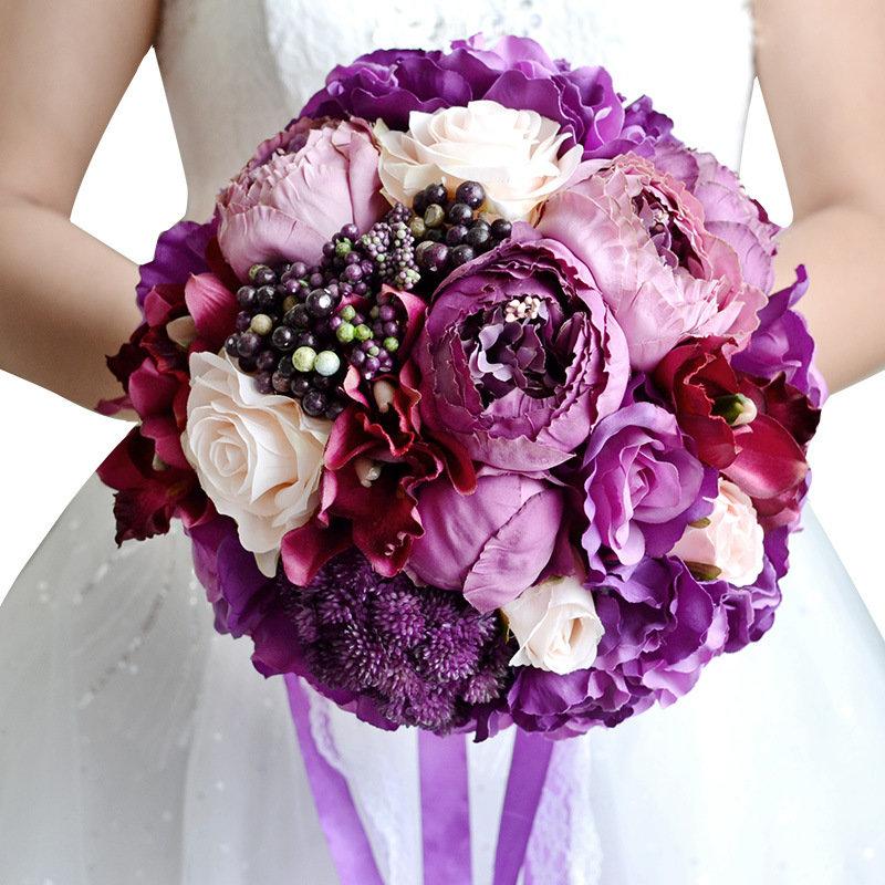 Водяная, сиреневый букет невесты с пионами