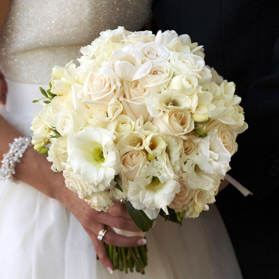 Букет невесты к платью цвета шампань