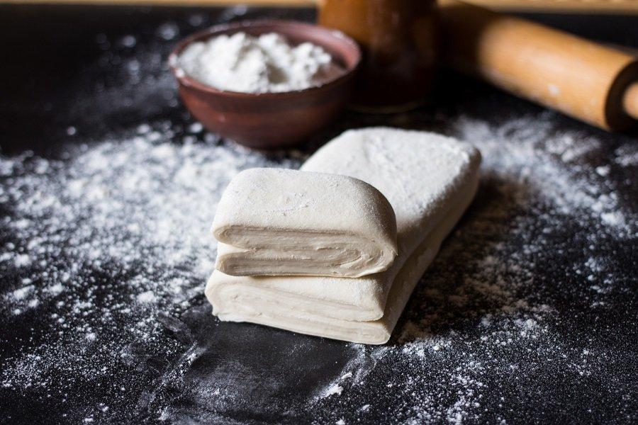 Пирожки из слоеного теста: рецепты с фото для легкого приготовления