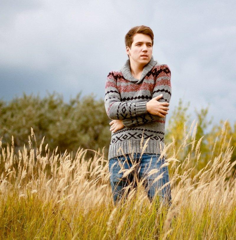 изображение фотографии мужчин на природе возрастом