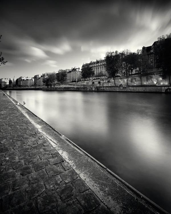 после рождения черно-белая картинка города на реке участие них примут