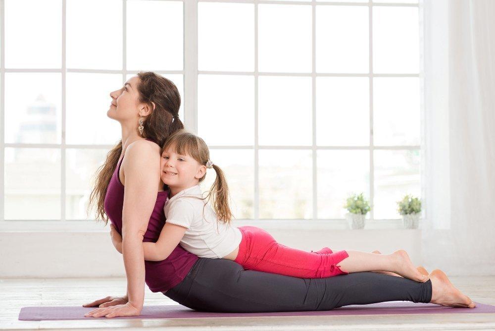 Йога для мам с малышами в картинках