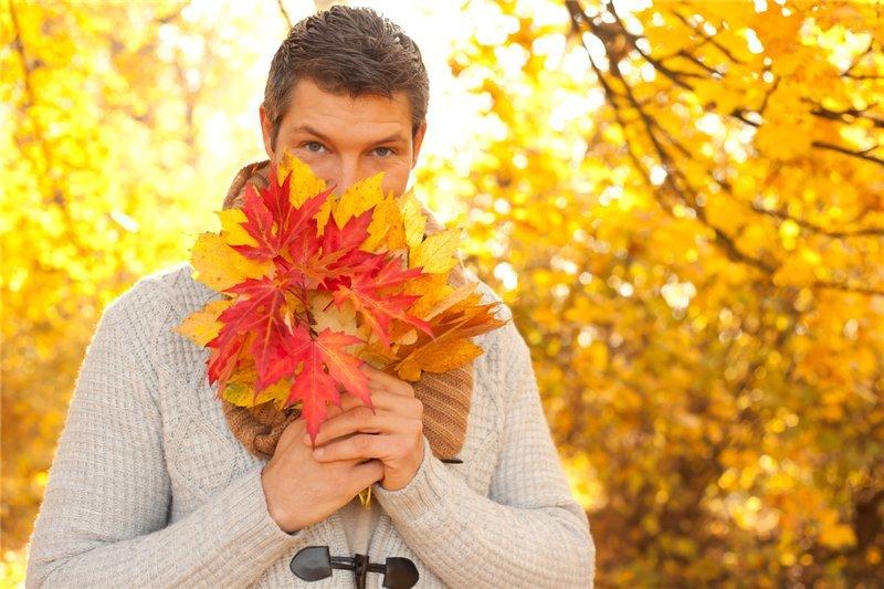 фото парень осень всем ярких, интересных
