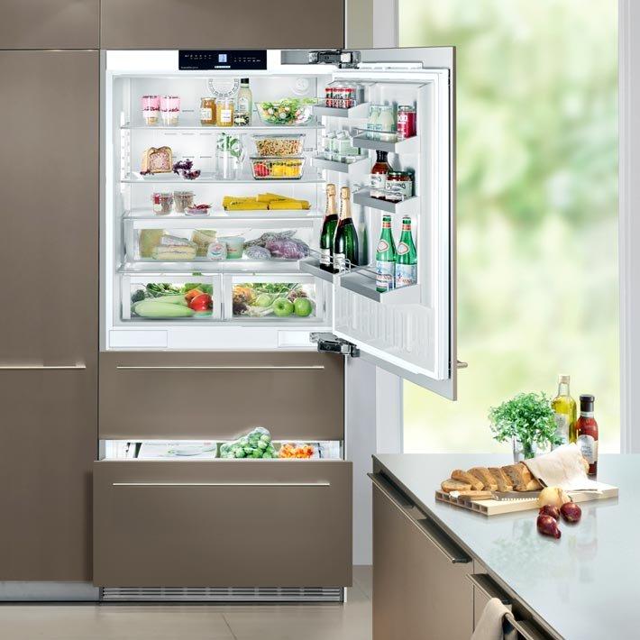 Встроенный холодильник - это удобно и красиво