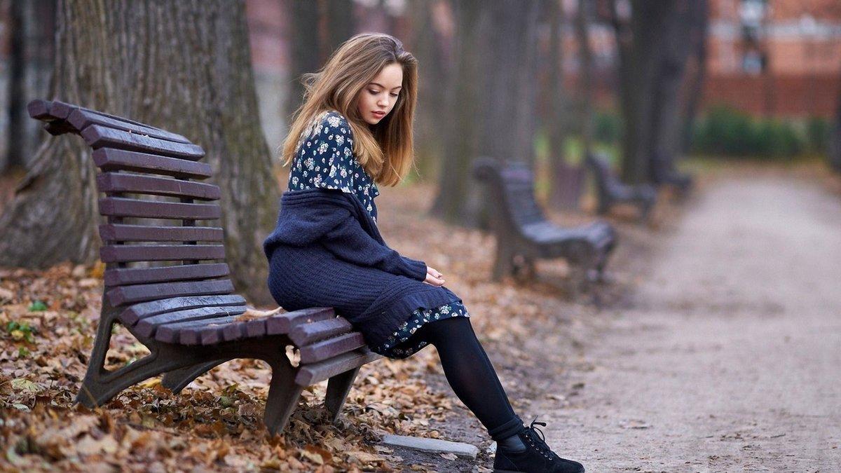 Красивые картинки одинокая женщина в парке на скамейке, порно фото шемале с самотыками