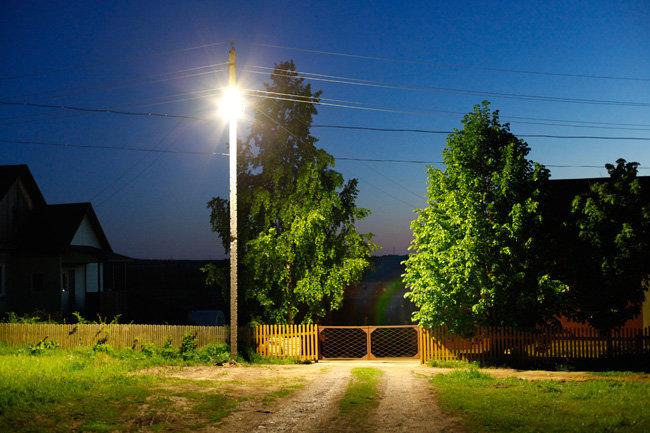 Жесткий освещение в селе девушка голышом