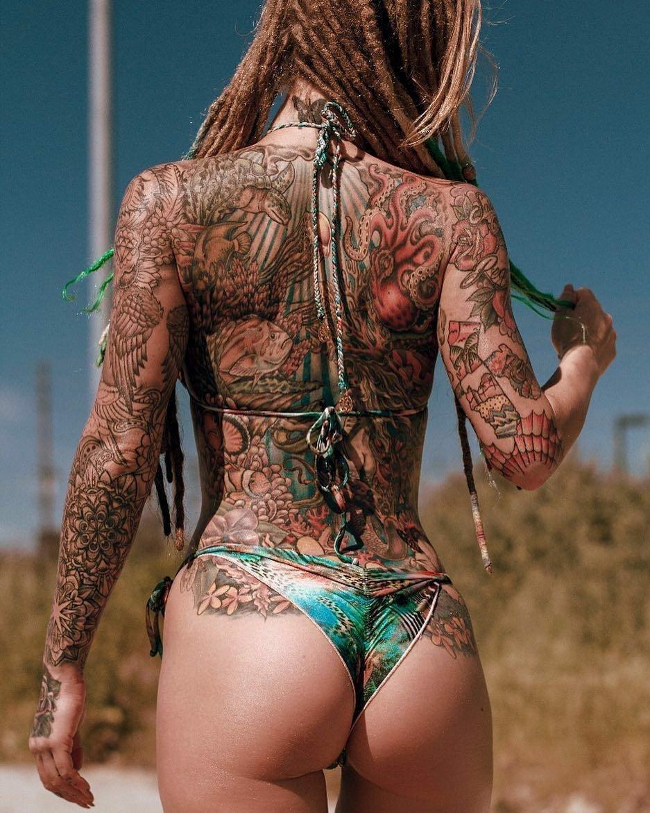 Красивые девушки с татуировками интимных мест