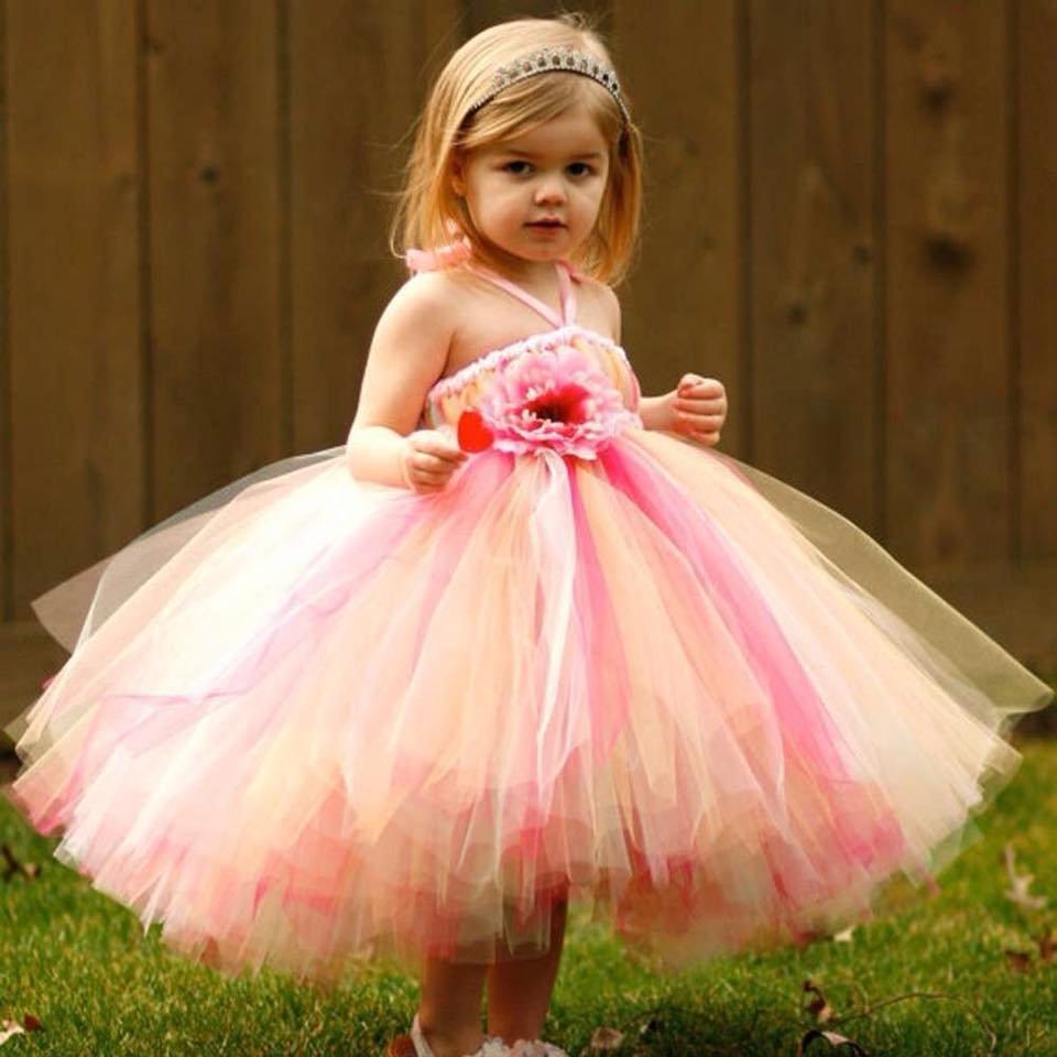 Картинка маленькая девочка в розовом платье