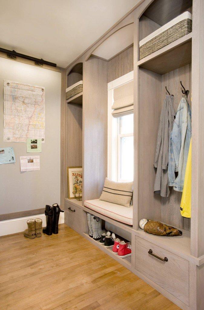 Дизайн шкафов для узких прихожих