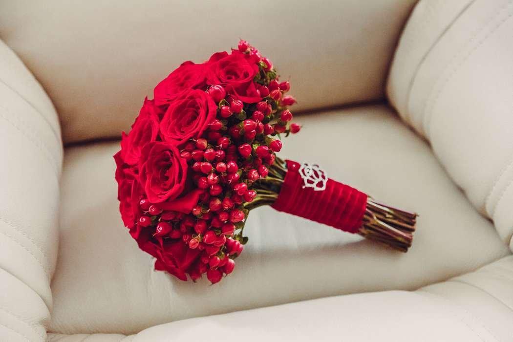 Любом стиле, свадебный букет красных роз