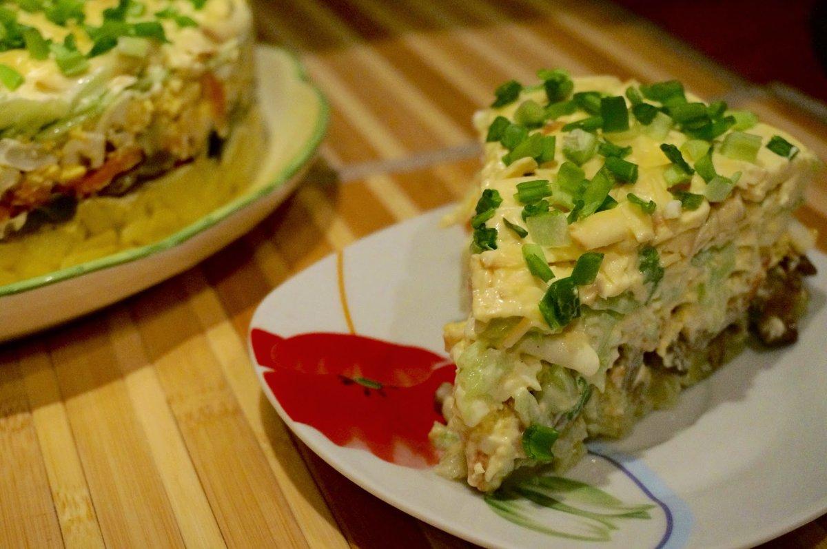салат с жареными грибами и копченной курицей этап особенно