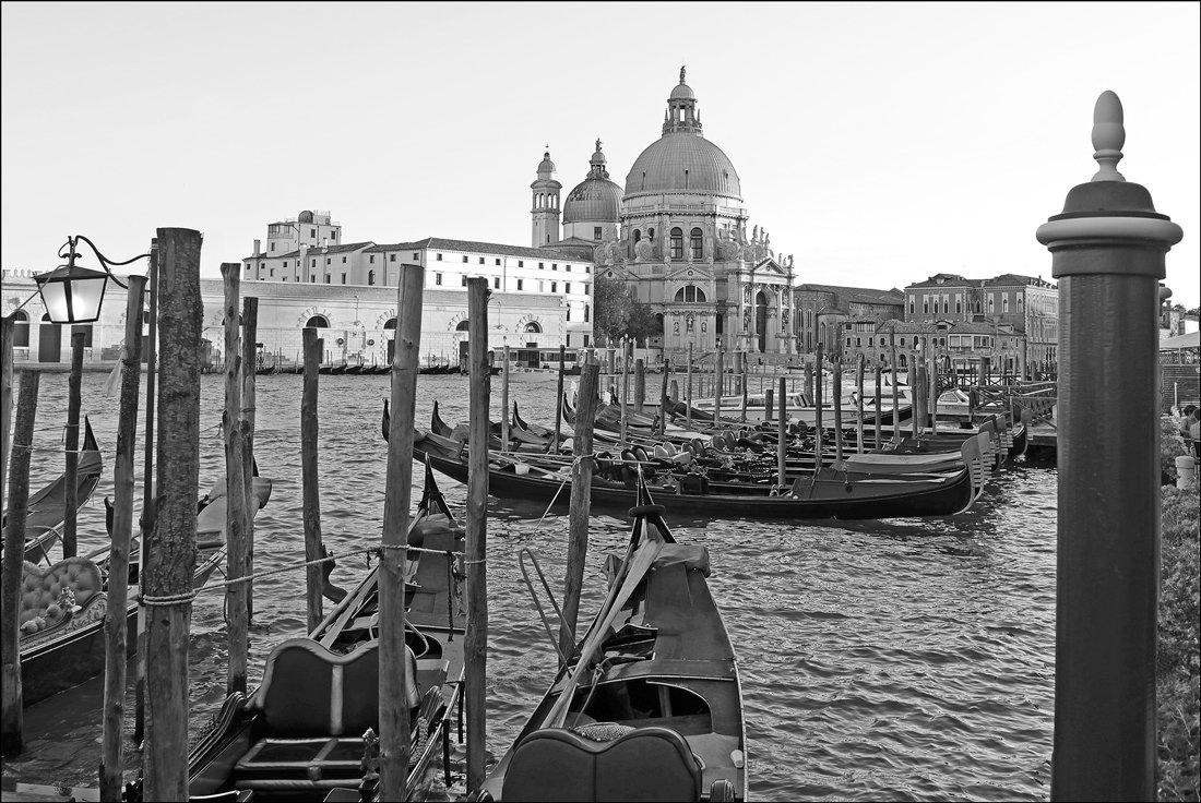 черно белые фото картины италия города ним связаться