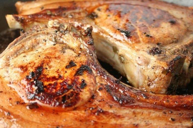 Рецепт запеченного мяса на кости в духовке