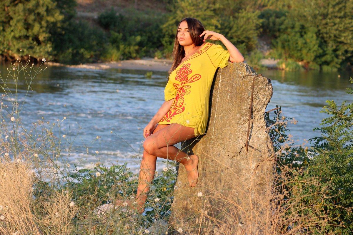 девка у реки видео - 3
