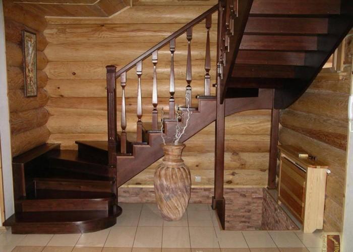 Современные деревянные лестницы – замечательное украшение для любого дома, при выборе модели нужно учитывать особенности помещения,