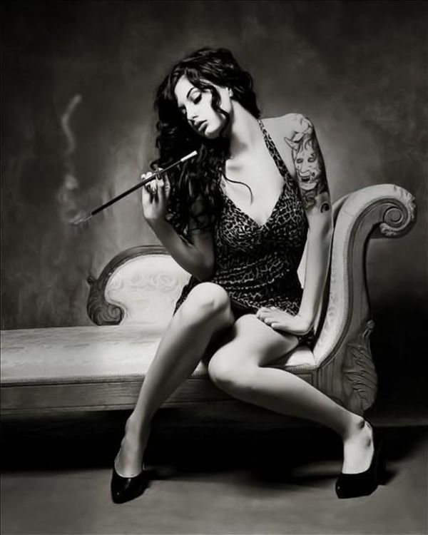 sexy-cigar-woman