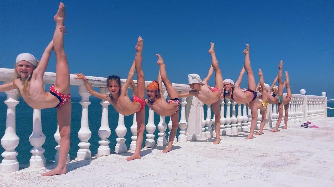 guseva-gimnastki-na-trenirovkah-zagorayut-video-foto-paren-zhenskoy