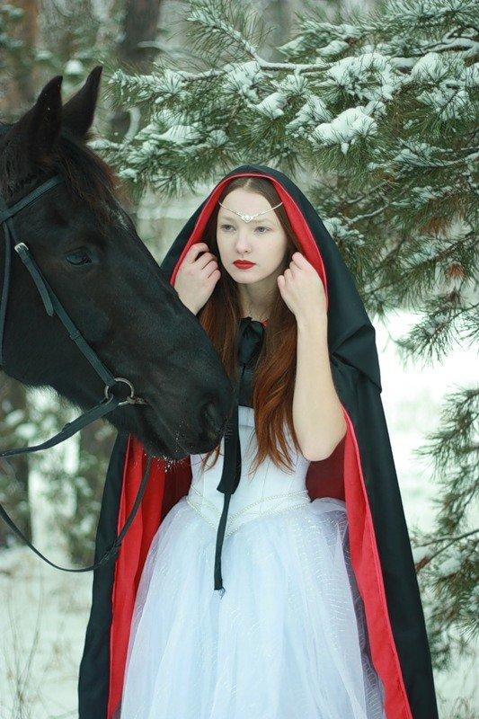 Девушка в платке с лошадью картины
