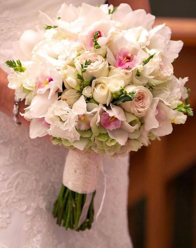 Гардения, свадебный букет из розовой фрезий и роз