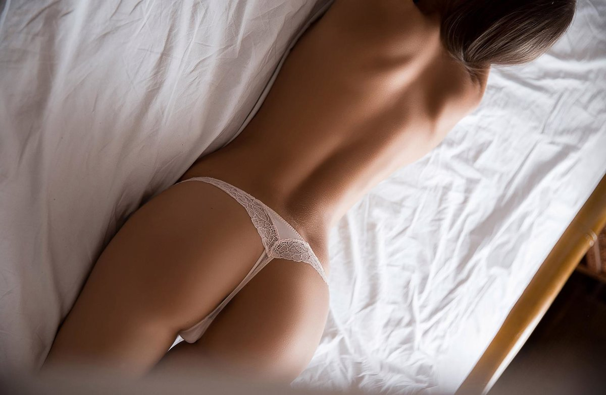 foto-devushka-trusiki-eroticheskih