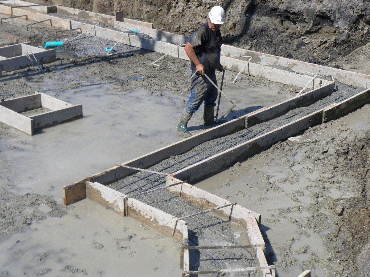 заливка дома бетоном